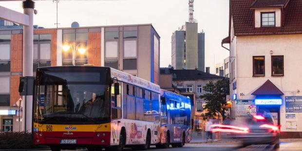 autobus przed urzędem miasta linia bezplatna
