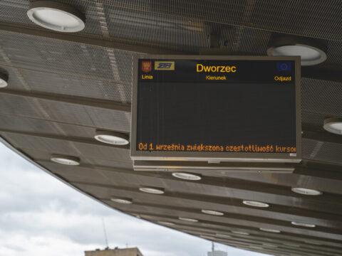 przystanek tablica dworzec